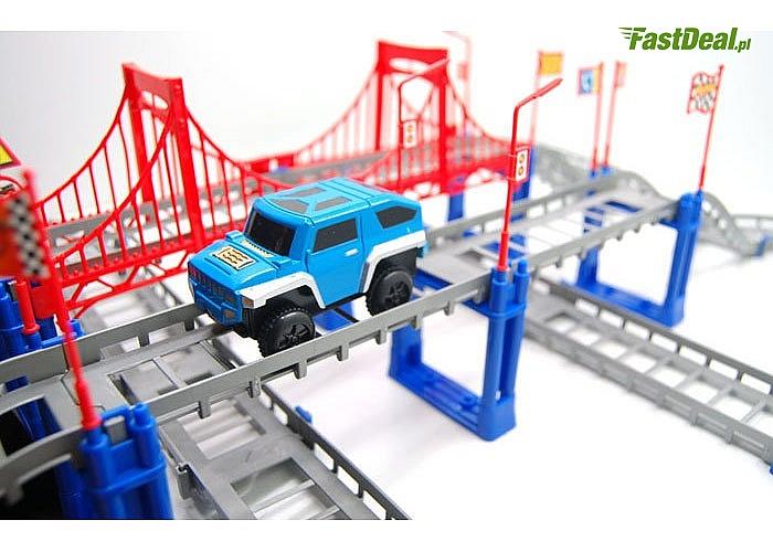 Zabawka dla małych i dużych chłopców, Tor samochodowy -kolejka. Zestaw  składa ze 108 elementów