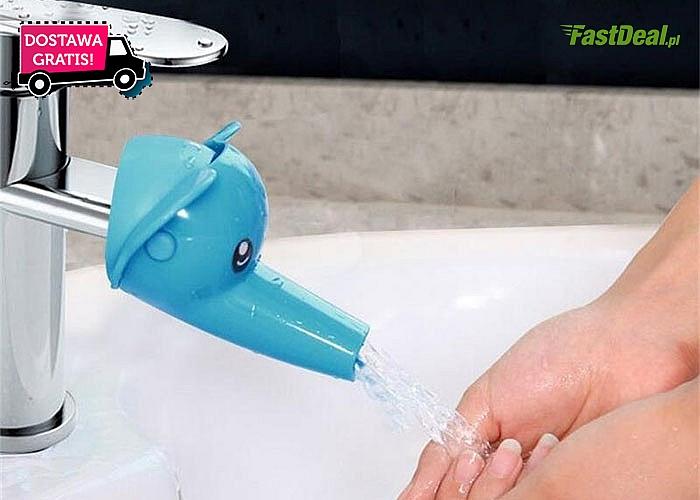 Kolorowa nakładka na kran ułatwiająca dzieciom korzystanie z umywalki.