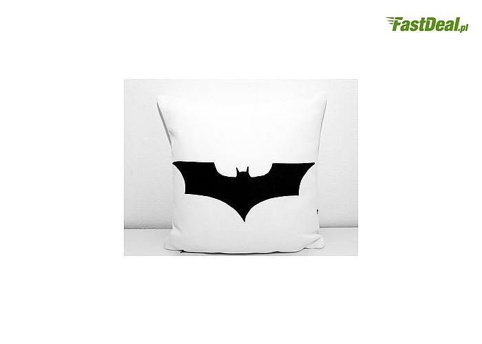 PODUSZKA 40x40 cm ze 100% bawełny. Do wyboru z Batmanem lub Supermanem