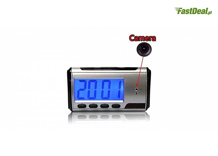 W pełni funkcjonalna mini kamera szpiegowska w formie budzika! Dodatkowo posiada detektor ruchu,czuły mikrofon i pilot!