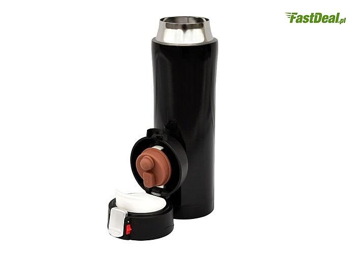 Kubek termiczny ze stali nierdzewnej oraz tworzyw sztucznych. Ergonomiczny kształt sprawia, iż trzyma się go komfortowo