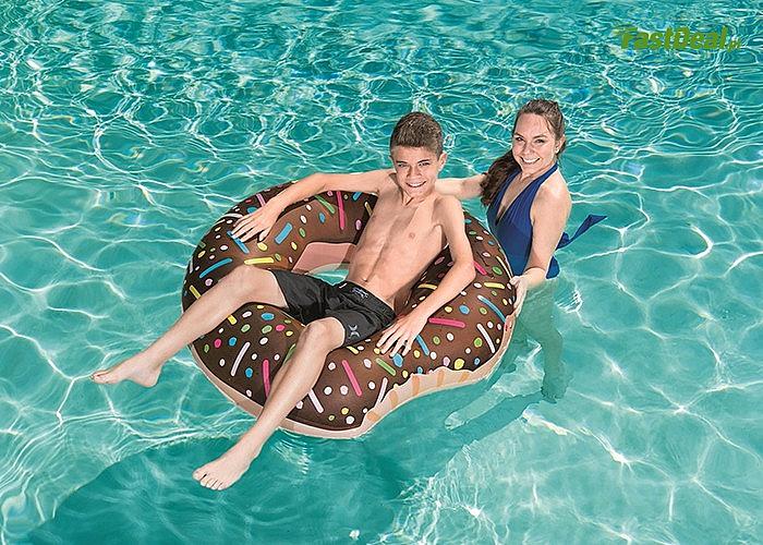 Koło nadmuchiwane do pływania to niezbędny przedmiot każdego plażowicza!
