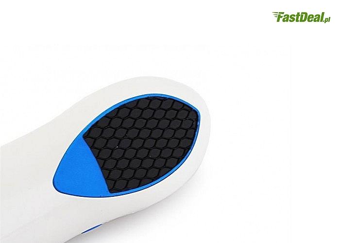 Tarka pozwala na szybkie i skuteczne ścieranie zgrubień i martwego naskórka na stopach