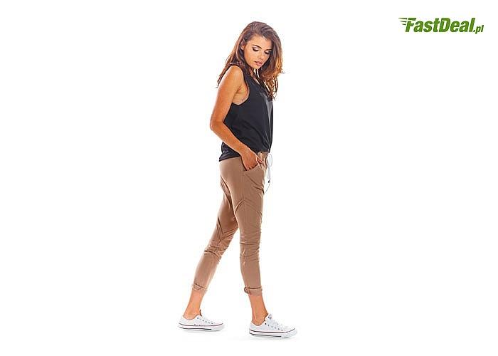Spodnie dresowe z kieszeniami! Wykonane z oryginalnego i wygodnego materiału! Modny fason!