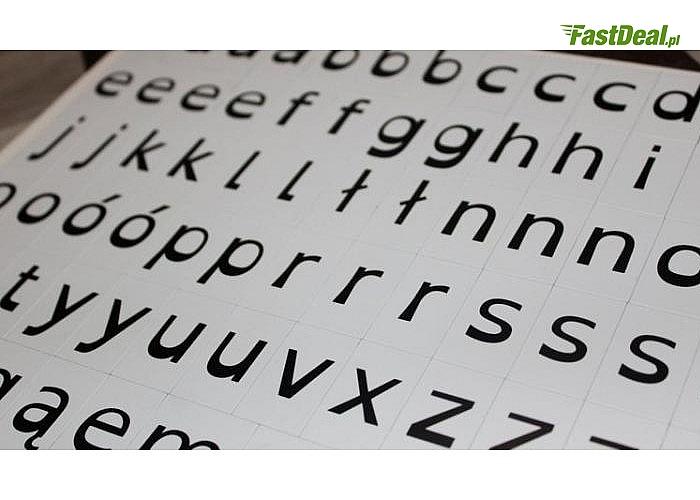 Alfabet dla dzieci dyslektycznych zaprojektowany z różnicowaniem podobnych do siebie pod względem graficznym liter