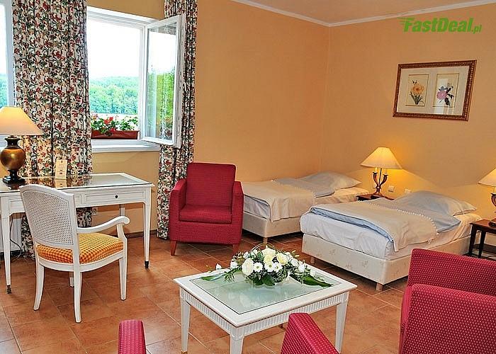 Słoneczne spacery brzegiem jeziora, otoczenie malowniczej przyrody. Hotel Podewils bajeczne miejsce na wypoczynek