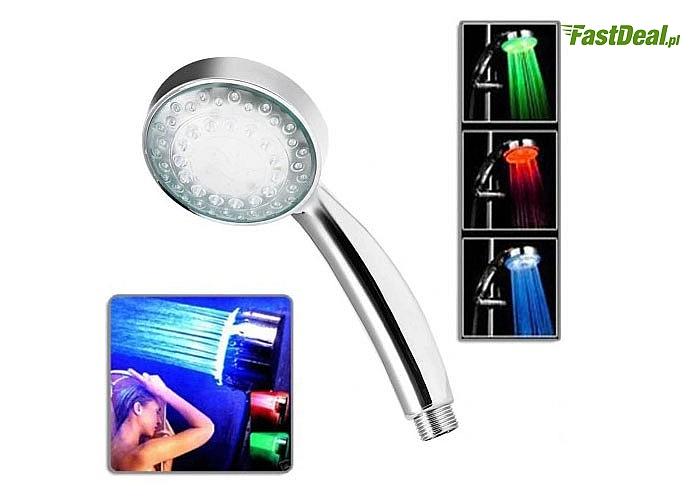 Słuchawka prysznicowa podświetlająca strumień wody a różne kolory poprawi nastrój i złagodzi stres