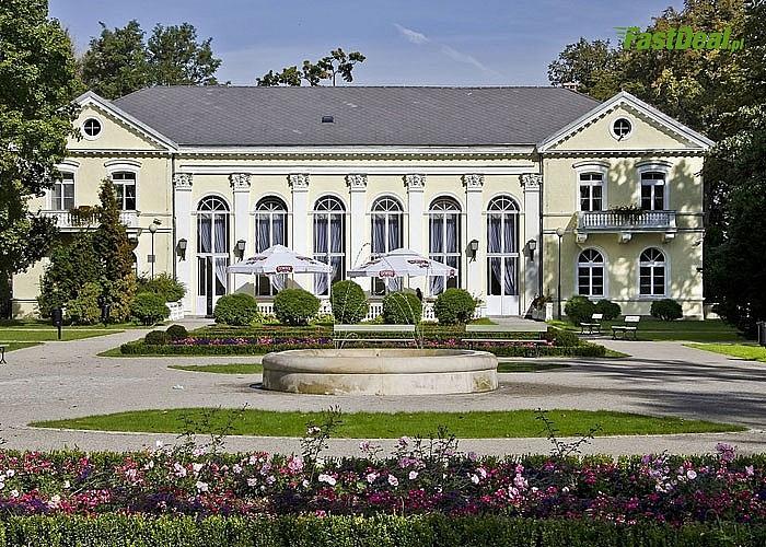 Hotel Bella położony w sercu uzdrowiska, w sąsiedztwie przepięknego Parku Zdrojowego