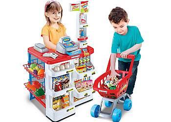 Supermarket z wózkiem na zakupy