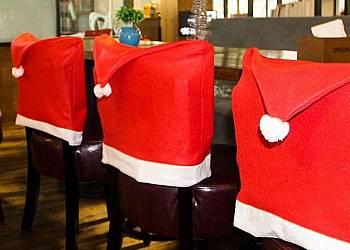 Świąteczny pokrowiec na krzesło